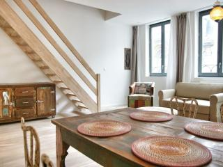 La Monnaie 2D apartment in Brussels Centre with WiFi & lift.
