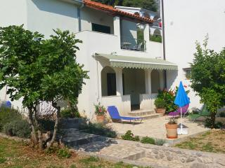 House Diana Brist 20 m from the beach