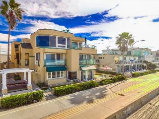 Relaxing Oceanfront Getaway- Ground Floor 2 bed 2 bath with Private Patio, San Diego