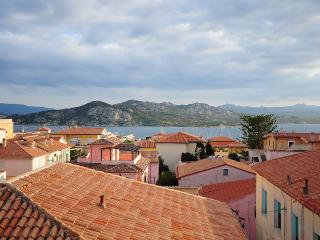 Trilocale vista mare nel centro di La Maddalena(t1