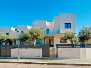 Modern new house 30mtrs to beach in Playa de MuroB