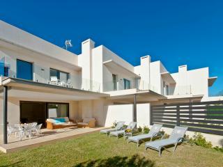 Modern new house 30mtrs to beach in Playa de MuroA