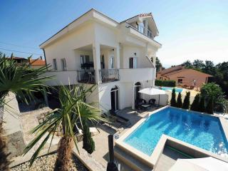 Wonderful villa Perla with pool, Icici