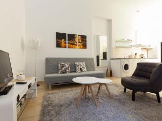 Wonderful Oktogon apartment in VI Terézváros with WiFi & lift.