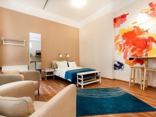 Modern Studio apartment in VI Terézváros with WiFi, gedeeld terras & lift., Budapest