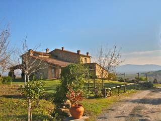Country Chic Tuscan Villa sleeps 8, Casole d'Elsa