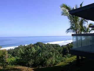 Ocean Bluff Home, Prestine Views from Everyroom - 3 bedroom, 4 bath with Pool, Princeville