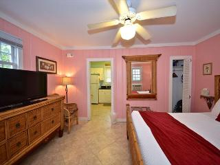 TRUMAN SUITE - 1 Block To Duval St. Great KW Deal., Key West