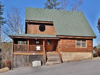 Luxuriously Cozy, iPod Dock, Vaulted Ceilings, Sauna, Hot Tub, Arcade, Darts, Sevierville