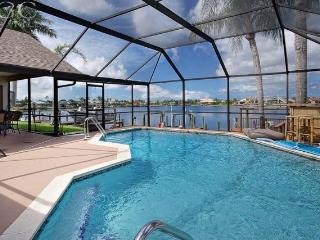Western Exposure Gulf Access Lakefront Pool Home, Cape Coral