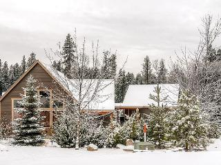 50% OFF! Picturesque Cabin Near Suncadia, Game Room, Covered Patio w/ Hot Tub