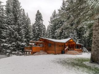 Secluded Riverfront Home Near Suncadia|Hot Tub, 4BD,Slps12|Winter Free Nights, Cle Elum