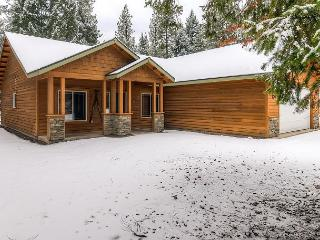 Private 4BD Winter Cabin,Slps8 |Hot Tub, WiFi, Game Room| 3rd Nt Free This Wk, Cle Elum