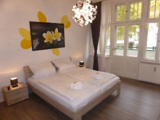 Nelke Lichter apartment in Schöneberg {#has_luxu…, Dahlem