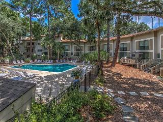 Beach Oriented 3 Bedroom Villa, Quick Access!, Free Bikes, Pool, Hilton Head
