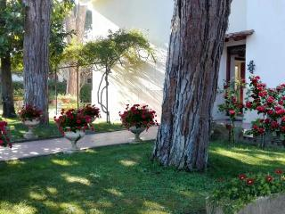 LA PINETINA Large and charming one-family villa, Terracina