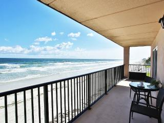 Shore Villas Direct Ocean Front 2/2, New Smyrna Beach