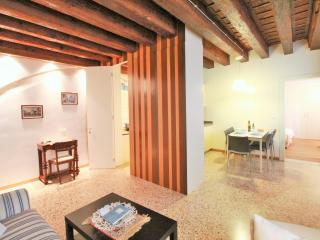 San Marco apartment with canal view, Venice