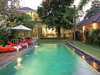 6 BR | Sleeps up to 16 guests | Batu Belig Beach 500 m |  BALI OASIS