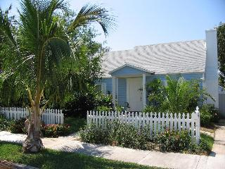 Coco Palm Cottage 'Idyllic Spot by the Beach', West Palm Beach