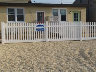 Charming 1 bedroom 1 block to beach