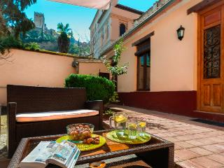 Renovated house and garden with amazing views, Granada