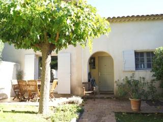 Holiday rental Villas Aix En Provence (Bouches-du-Rhone), 95 m2, 1 250 €