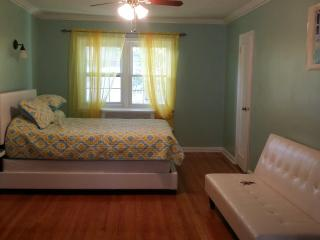 3 BEDROOMS UP TO 6 PEOPLE IN P/H, Rego Park