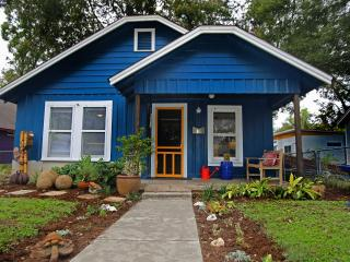 Casita de Luz (2/1): Walk to Downtown & Rainey St, Austin