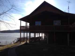 Relax at our cabin on the Ohio River! Views galore