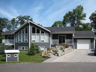Wasaga Spacious Vacation Cottage for Rental, Wasaga Beach