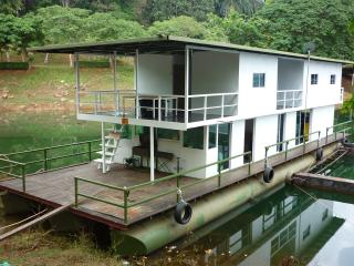 Square Kenyir Houseboat