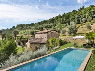 Tuscan Farmhouse with Pool Views Near Lucca  - Casa Maia