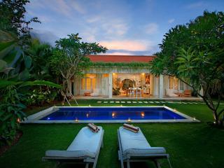 4 Bedroom Seminyak Bali Villa, Near Beach