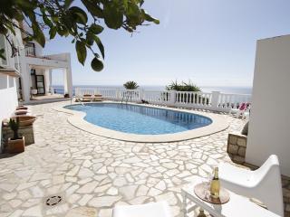 Unique and spacious holiday villa with great views, Benalmadena