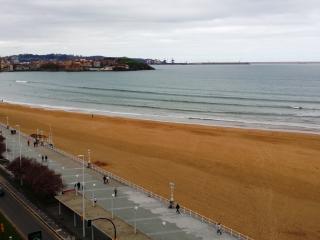 Piso de 3 habitaciones (6 pax) en 1ª línea playa, Gijón