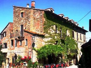 Farmhouse in tiny village Tuscany Trasimeno Lake G