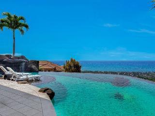 Private Infinity Pool with 180 degree Coastline Ocean Views