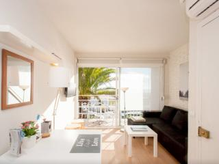 Beachfront Apt.3 balcony & view & Barcelona