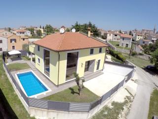 Villa San Nicolo, Bale