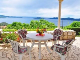 Traditional house with terrace and sea view, Dubrovnik