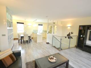 Exquisite 3 Bed Bayswater Apartment, London