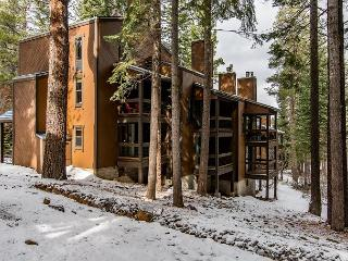 Ski-In Alpine Condo in Northstar!, Truckee