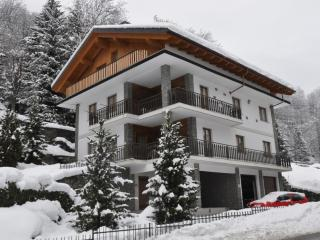 Apartment house with a garden, 10 km from Cervinia