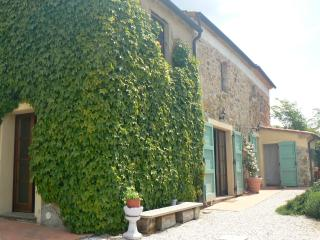 Farmhouse near the Beaches of Costa degli Etruschi, Marina di Castagneto Carducci