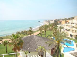 Top Floor Penthouse Apt on the Sea Front, Estepona