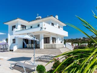 Luxury Modern 4BR Villa, 500 m from the beach, Ayia Napa