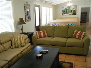 ADORABLE VACATION HOUSE! QUIET NEIGHBORHOOD!, Rockport