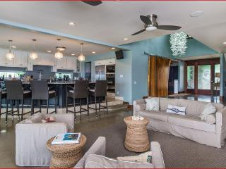 Beachfront Beauty - 5br luxurious home, steps to beach, Haleiwa