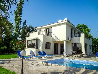 4 BR villa with stunning sea and sunset views,wifi, Kissonerga